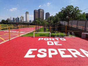 Do outro lado da estação Berrini há uma ciclovia: é o Novo Rio Pinheiros